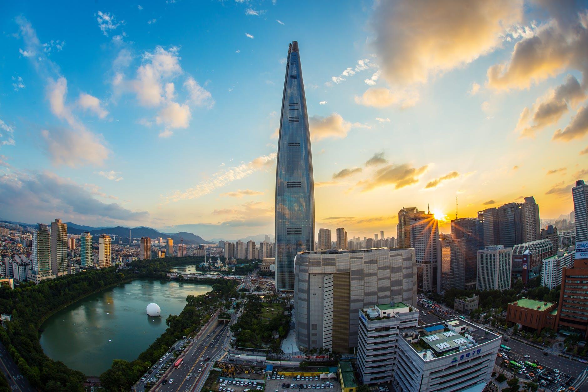 La Lotte World Tower dispose d'un des ascenseurs les plus rapides au monde.